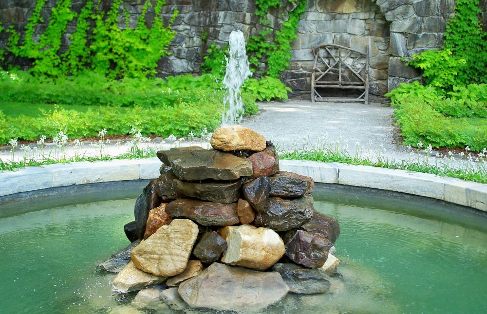 How to build an outdoor fountain with rocks for How to make an outdoor fountain