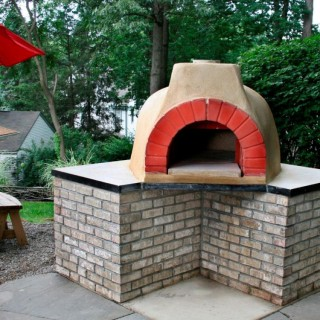 How to build an outdoor brick oven in a few steps
