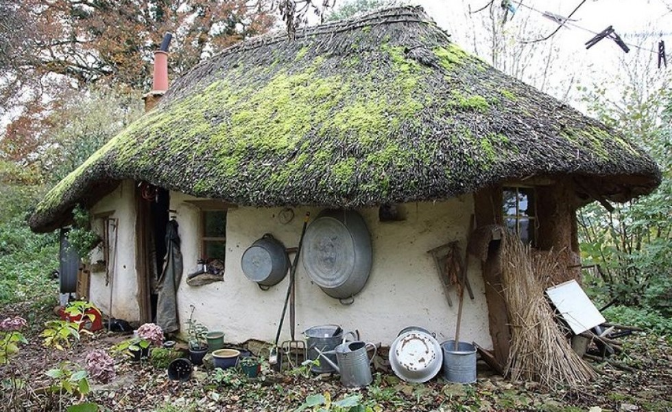 The cob house happiness lies in simple things - The cob house the beauty of simplicity ...
