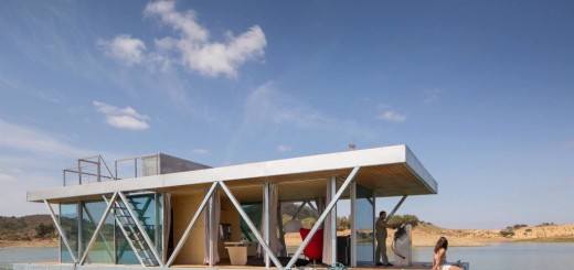 The floating home in Portugal