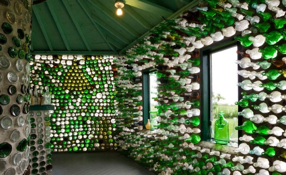 Houses built with recycled materials 6 bold ideas houz for Reclaimed house materials