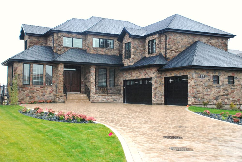 Houses with stone veneer natural textures houz buzz for Exterior stone design houses