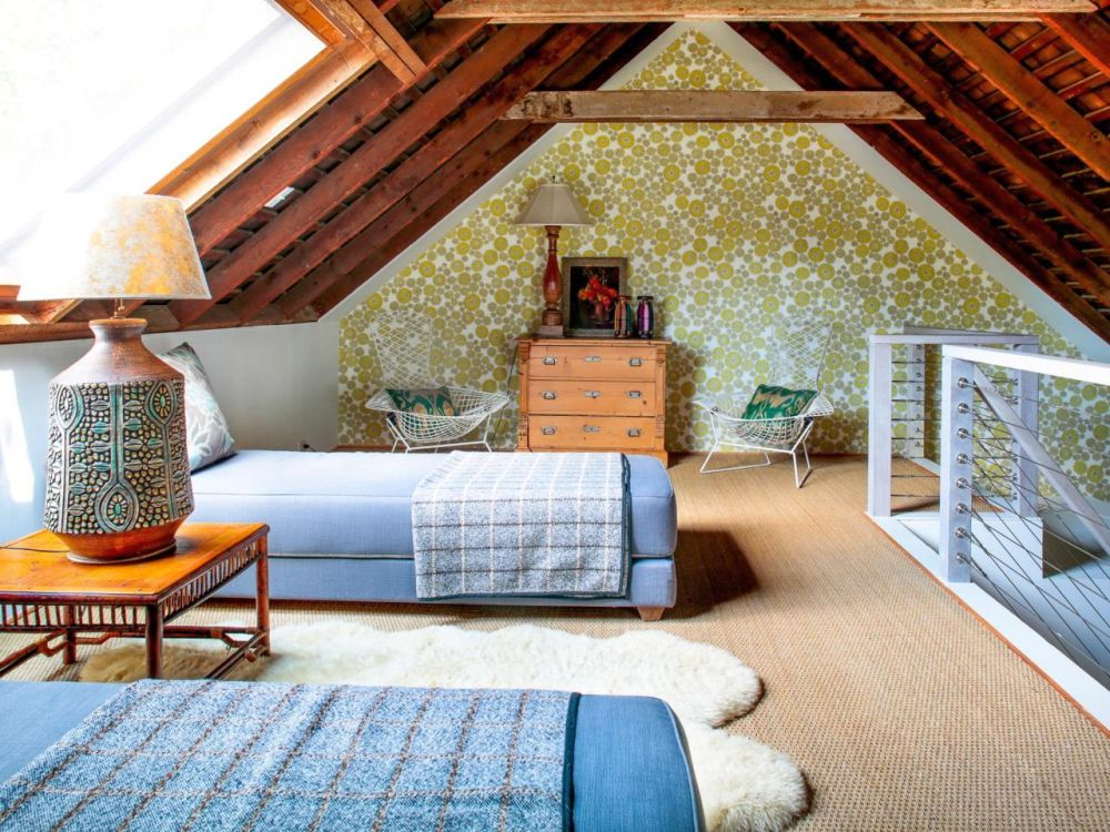 16 small attic room design ideas houz buzz for Small attic bedroom designs