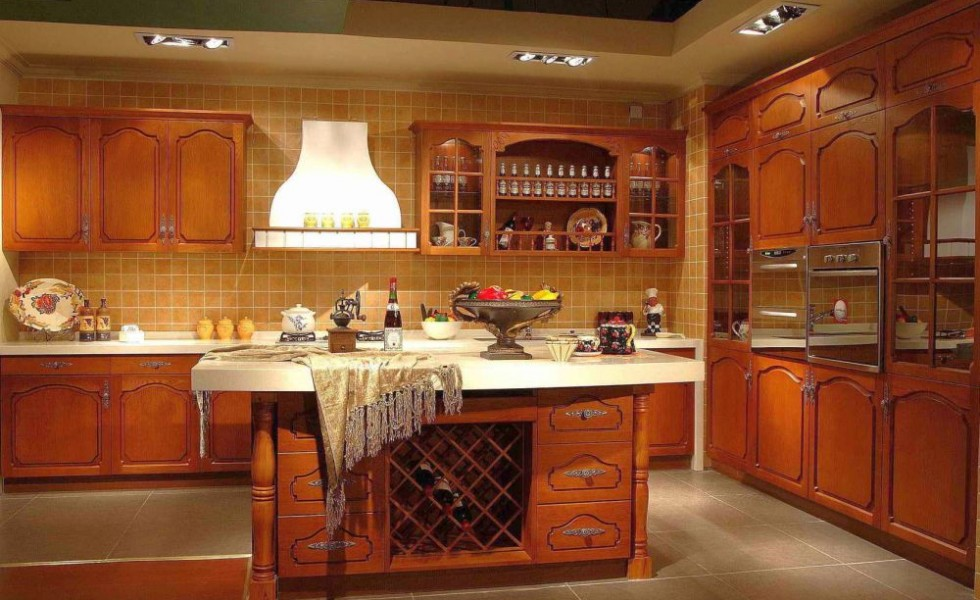 Solid wood kitchen cabinets care tips and design ideas for Solid wood kitchen cabinets