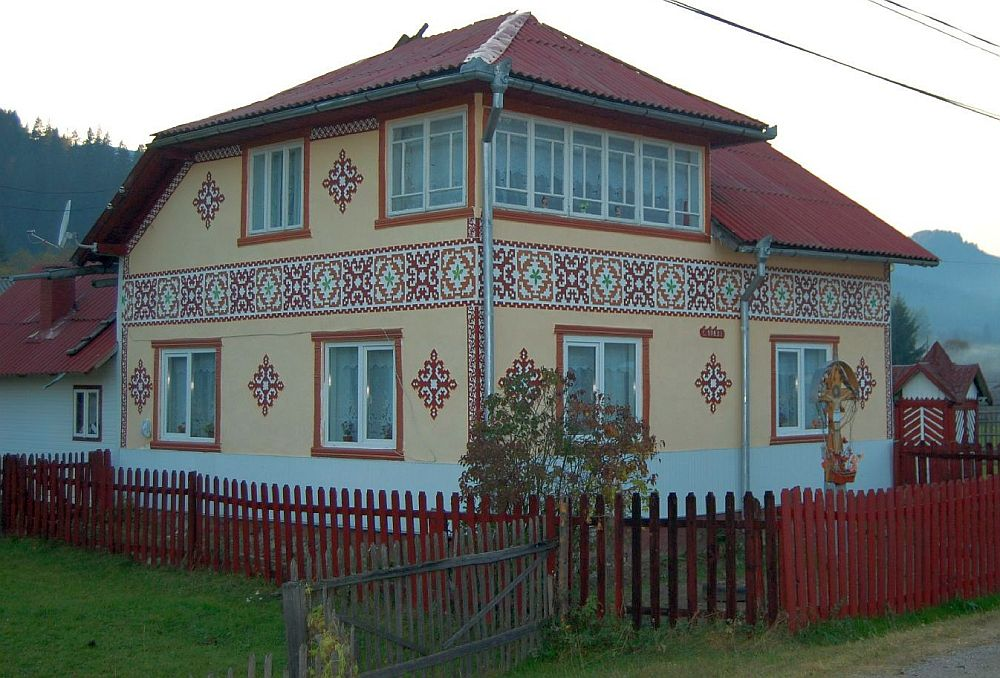 Houses with romanian traditional motifs houz buzz - Neo romanian architecture traditional and functional house plans ...