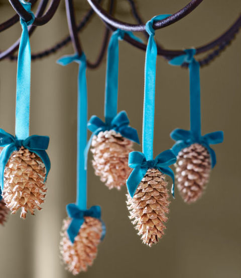 crafty winter decorations with pine cones chandelier 1