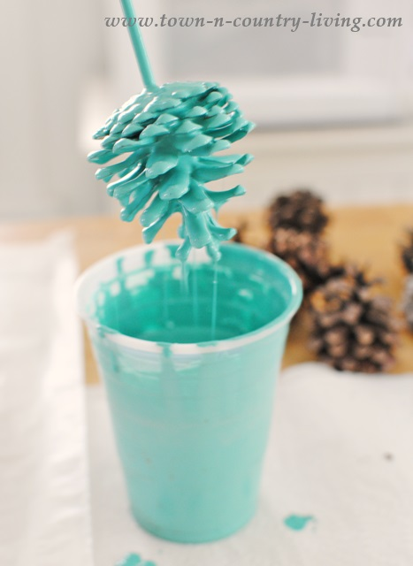 crafty winter decorations with pine cones paint 1