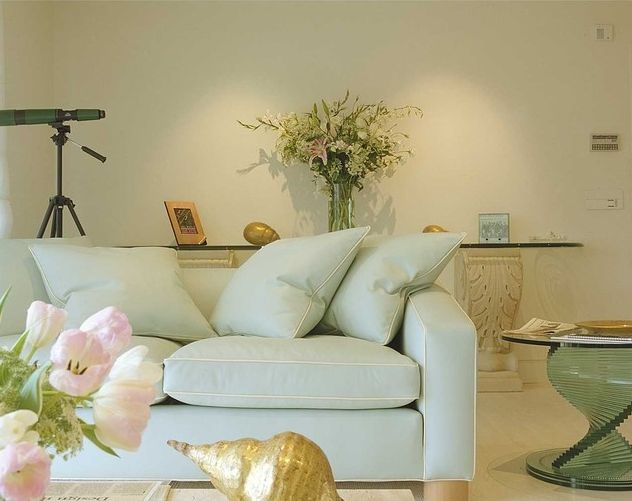 how to match furniture with wall color