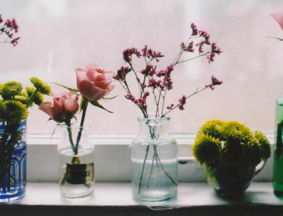 how to decorate with spring flowers