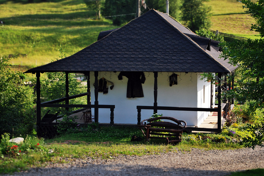 Houses in bucovina traditional architecture in charming homes - The mobile little house the shortest way to freedom ...