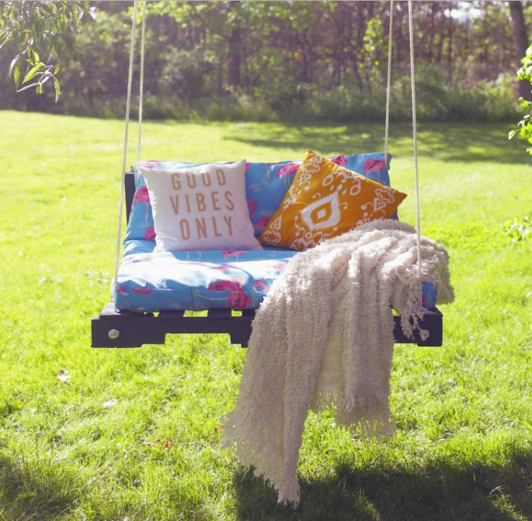 how to make an outdoor pallet swing