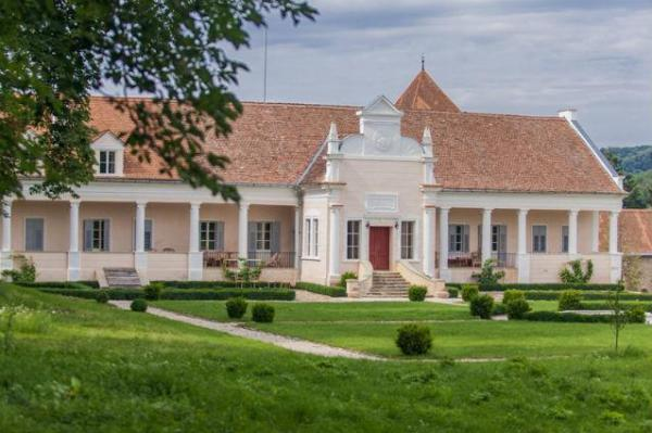 the most beautiful manors in Romania