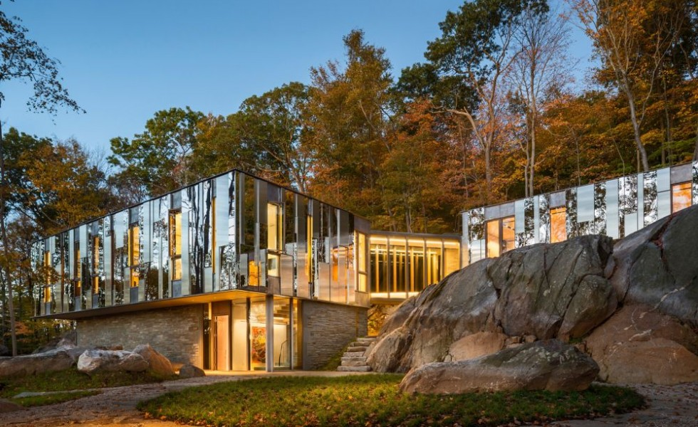 The mirror-house in America
