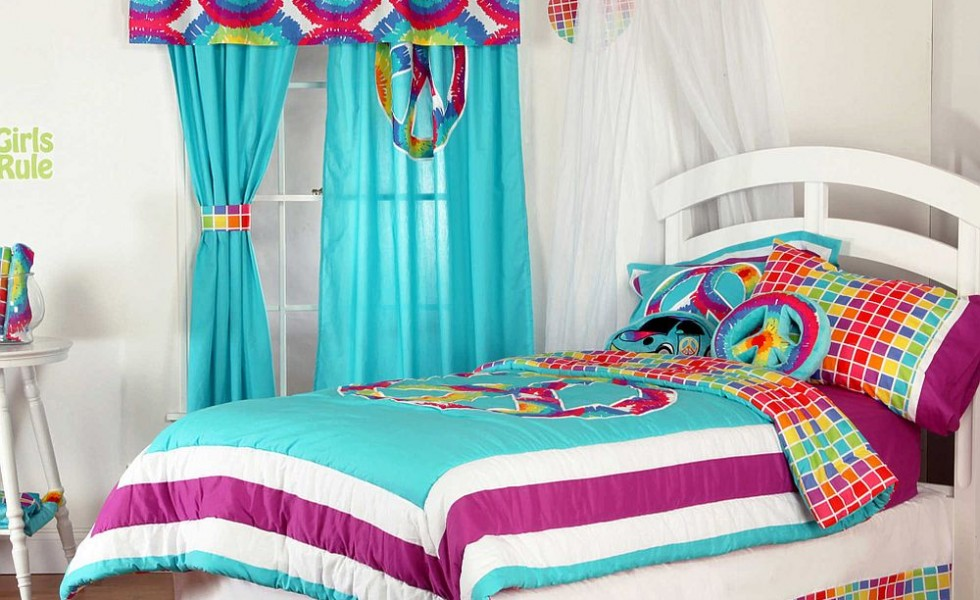 spots of color in the bedroom linens and throws - Throws Bedroom