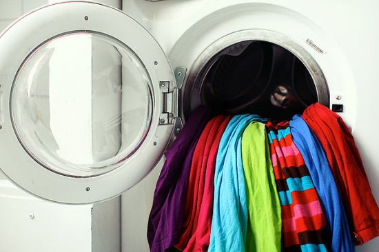 how to protect clothes' colors when washing